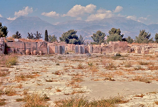 Ruins on Crete, Knossos. Center of Minoan civilization. Castle with flush toilets, sewage system, water piped in from 7 miles away