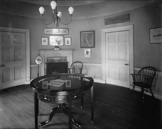 Octagon House in Washington D.C.: Room in which President Madison signed the Treaty of Ghent. Table is original.